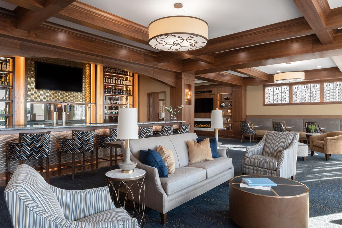 Wyndamere Senior Living Lounge and bar area